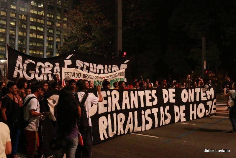 Protesto dos Guarani em São Paulo. Crédito da foto: Didier Lavialle/Acervo Comissão Guarani Yvyrupa