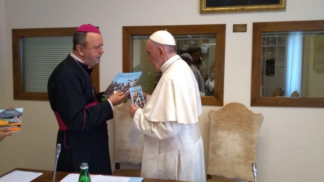 Papa Francisco recebe do Cimi o 'Relatório Violência Contra os Povos Indígenas no Brasil'