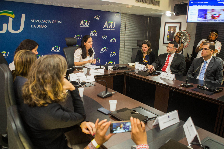 """Ministra da AGU reconhece que """"não tem autonomia"""" para revogar parecer do genocídio"""
