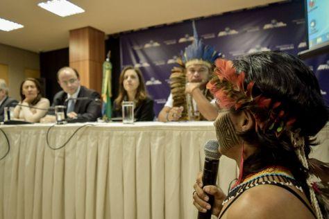 Indígenas denunciam corte de bolsas e abandono da educação diferenciada em reunião no MEC