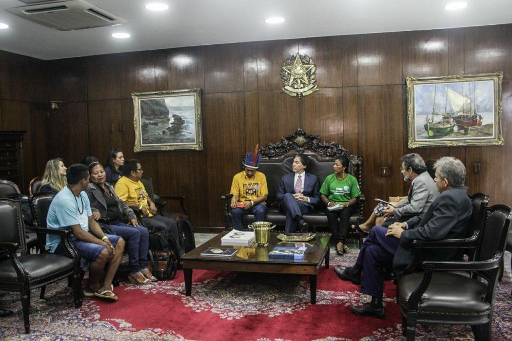 Indígenas pedem rejeição de projeto ruralista de licenciamento ao presidente do Senado