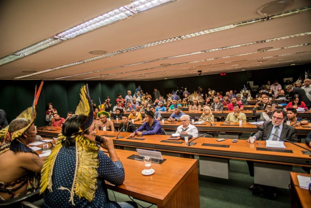 Comissão de Direitos Humanos da Câmara recebe cerca de 60 indígenas