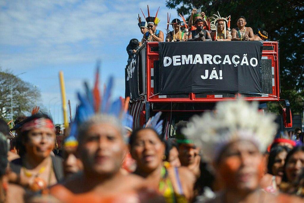 Marcha durante o Acampamento Terra Livre 2018, que teve a demarcação de terras indígenas como uma de suas principais pautas. Foto: MNI