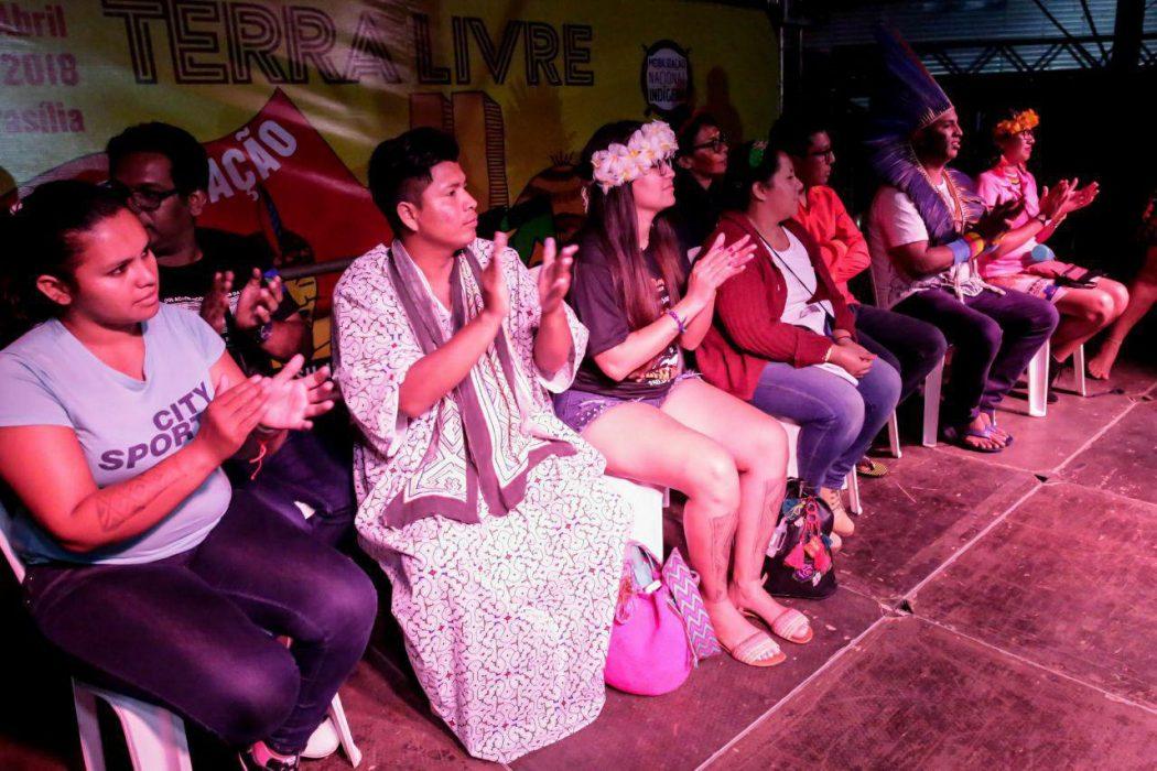 Jovens indígenas realizam sua primeira plenária no Acampamento Terra Livre