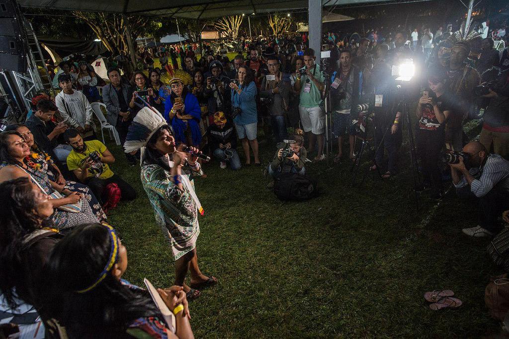 Participação na política e luta pela terra: mulheres indígenas abrem ATL 2018