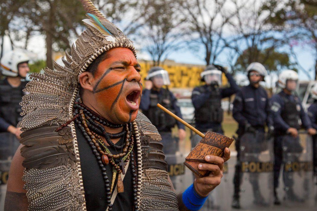 Manifestações de estudantes indígenas e quilombolas contra corte de bolsa permanência em Brasília. Foto: Guilherme Cavalli/Cimi