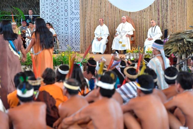 Papa Francisco se encontrou com povos indígenas em Puerto Maldonado, na Amazônia peruana, em janeiro. Foto: Vatican Media