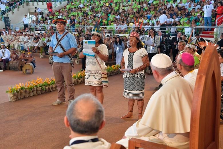 Encontro do Papa Francisco com povos indígenas amazônicos em Puerto Maldonado, no Peru, em janeiro de 2018. Foto: Vatican News