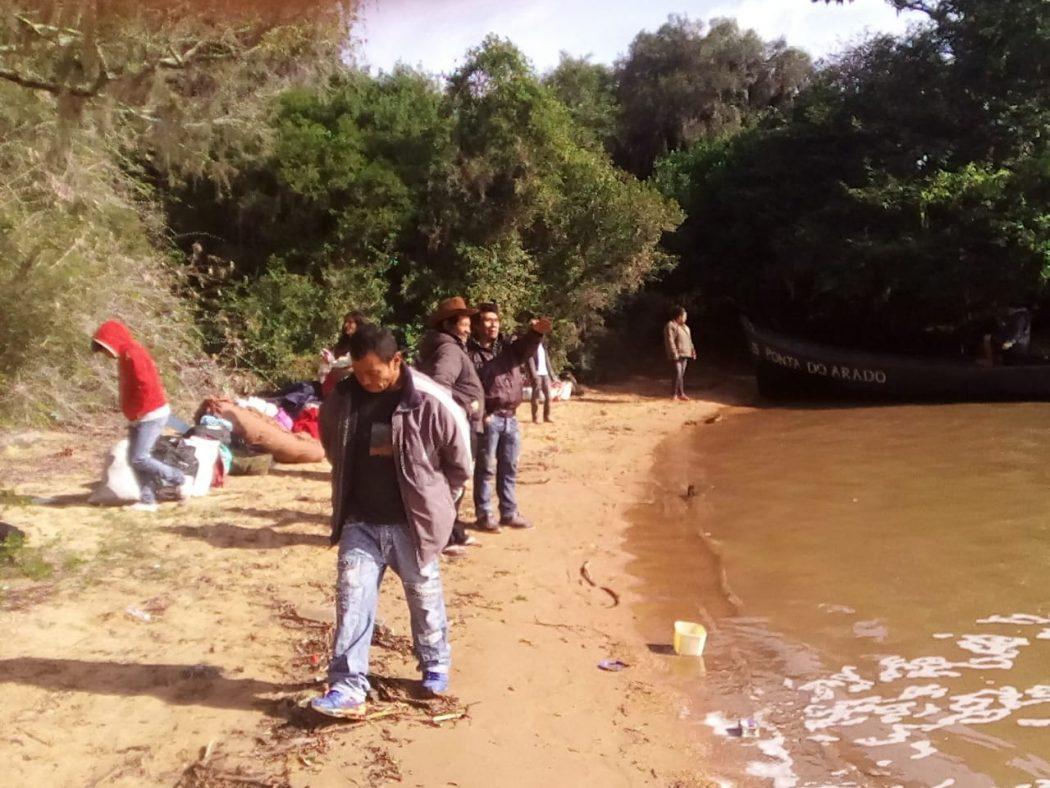Indígenas reivindicam presença da Funai e do MPF em área retomada na Ponta do Arado, em Porto Alegre. Foto: arquivo Cimi Sul