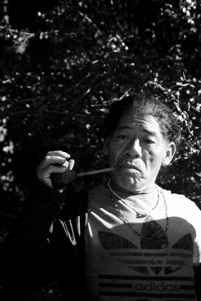 Timóteo e o seu petynguá. Fotos: Douglas Freitas/Amigos da Terra Brasil