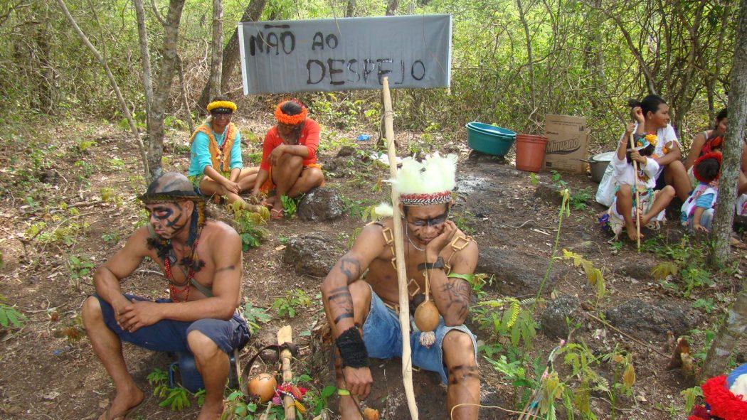 Em 2011, quando retornaram ao tekoha Laranjeira Nhanderu, Guarani Kaiowá lutavam contra o risco de novo despejo, depois suspenso pela Justiça. Foto: arquivo Cimi