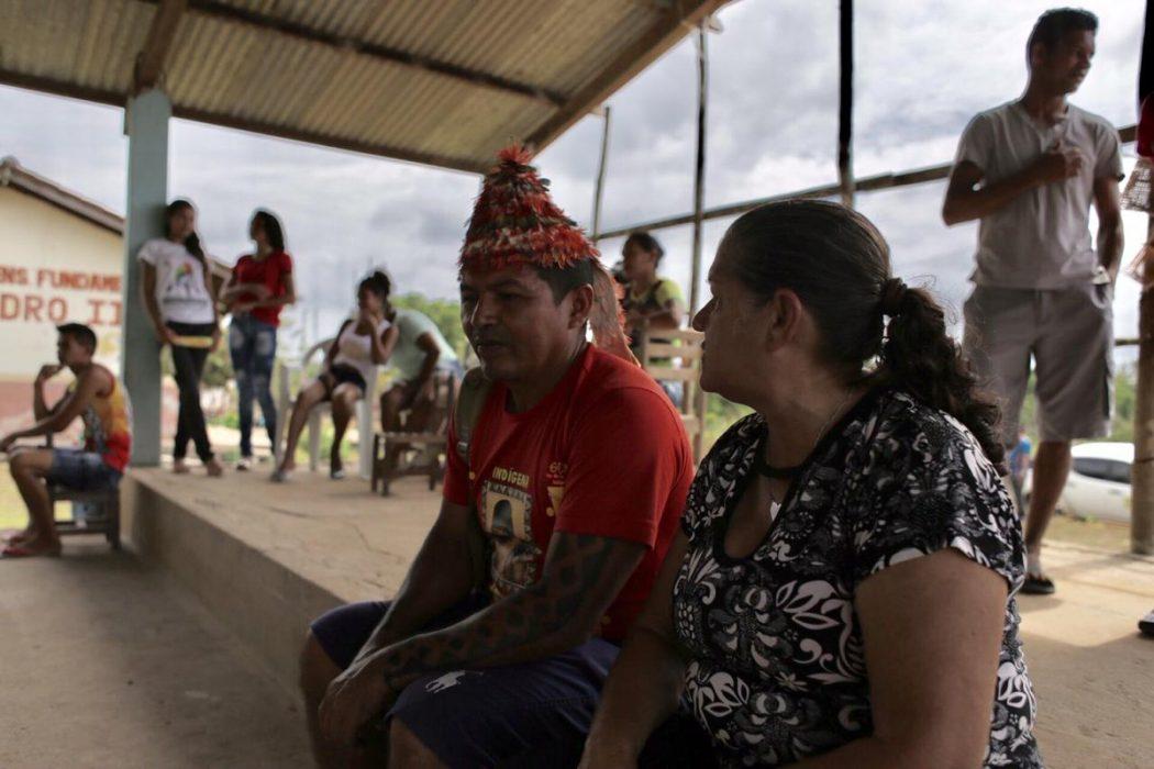 Reunião com indígenas na aldeia Açaizal, em Santarém (PA), onde a comitiva foi ameaçada por fazendeiros e seus representantes. Foto: CIDH/divulgação