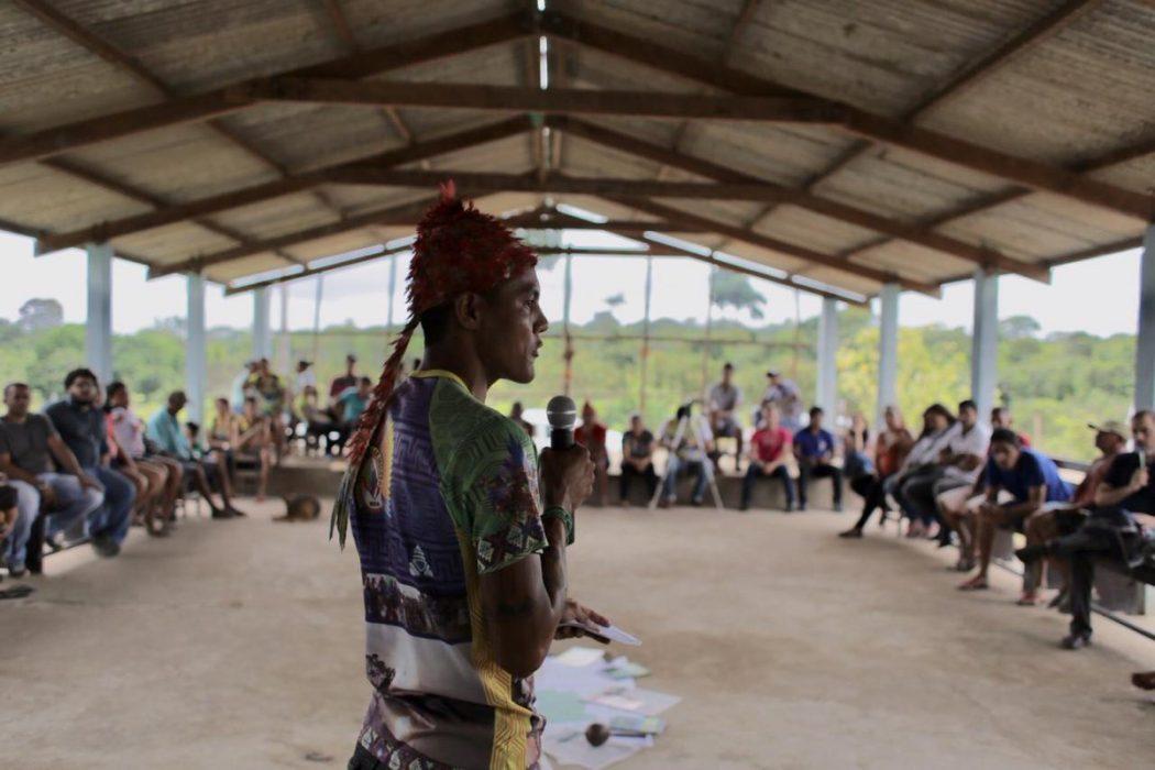 Indígenas falam à comissão da CIDH, durante visita à aldeia Açaizal, no território Munduruku do Planalto, em Santarém (PA). Foto: CIDH/divulgação