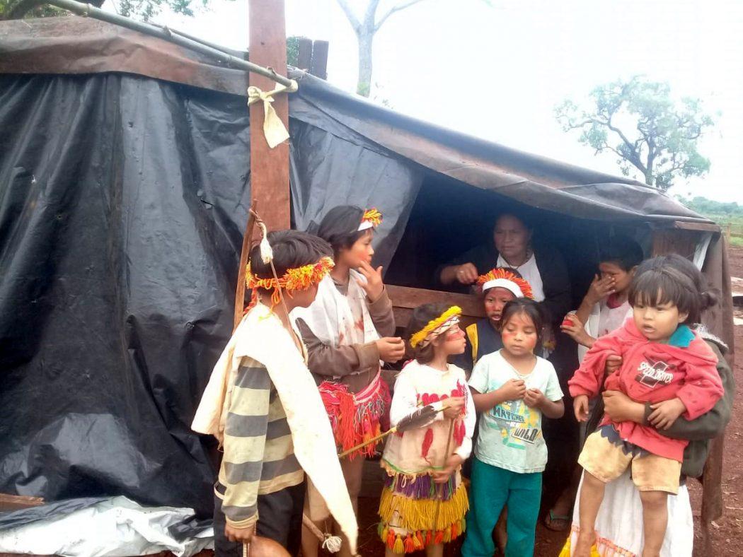Preocupação com acesso a serviços básicos, como ônibus escolar para crianças, motivo aumento da ocupação. Foto: comunidade de Laranjeira Nhanderu