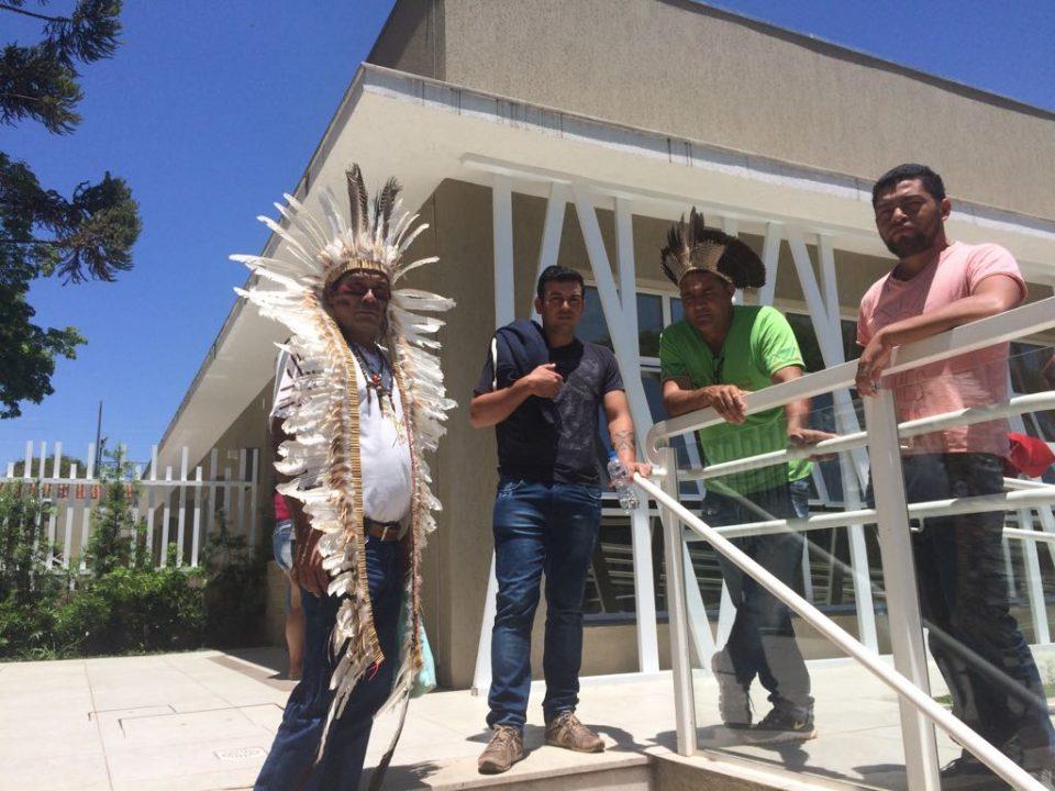 Indígenas na sede daCasa de Saúde do Índio, localizada na Vila Izabel, em Curitiba. Foto: Antônio Nascimento – Banda B