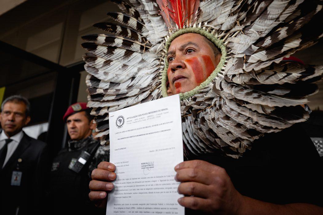 Com ato no CCBB, sede da equipe de transição do governo Bolsonaro, Apib entregou documento com reivindicações. Foto: Tiago Miotto/Cimi