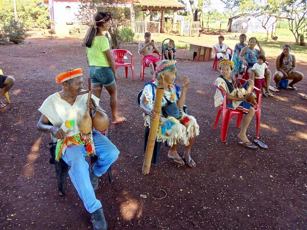 Anciões e anciãs de Laranjeira Nhanderu. Foto: Cimi MS