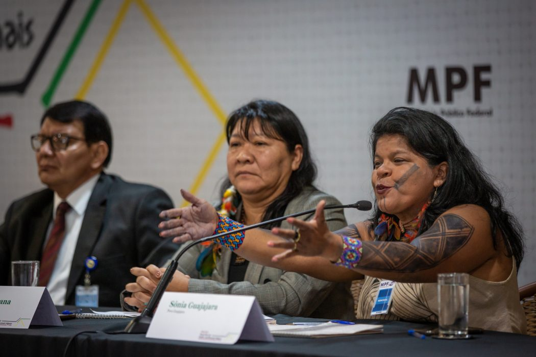 Sônia Guajajara aponta as contradições do governo Bolsonaro. Foto: Tiago Miotto/Cimi