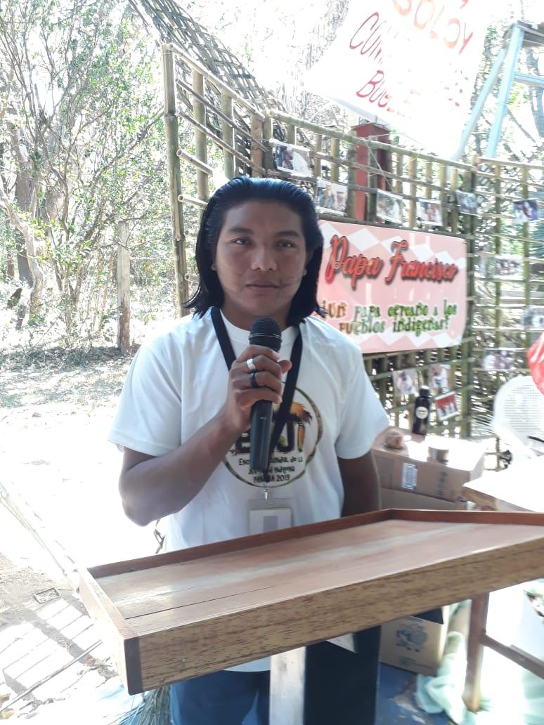André Karipuna denuncia a situação de seu povo durante o EMJI. Foto: Cimi Rondônia