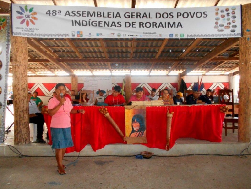 Lideranças indígenas reunidas na 48ª Assembleia do Conselho Indígena de Roraima. Foto por José Rosha