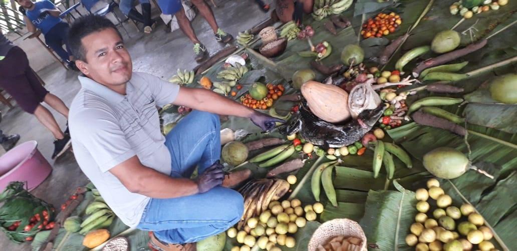 O professor Kaiowá da aldeia Te'y Kuê, Lídio Cavanhas Ramires, vem há anos fomentando práticas agroecológicas na sua comunidade. Foto: Lídia Farias