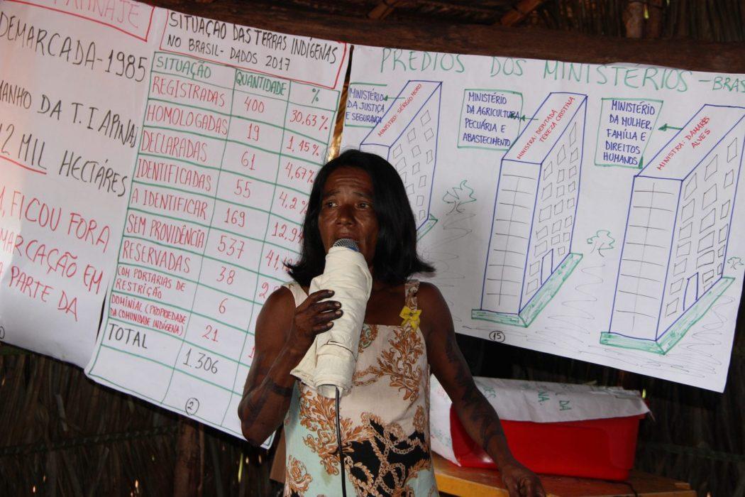 Ao final da evento os participantes tornaram público um documento em que reúnem uma série de denúncias. Foto: Laudovina Pereira - Regional CIMI GO/TO