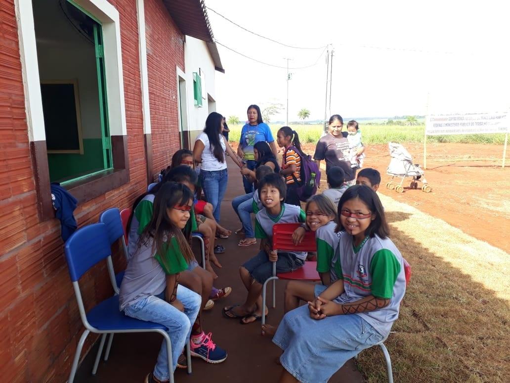 Escola indígena, conquistada com ação do MPF, foi inaugurada em abril - logo depois, iniciaram as aplicações de agrotóxicos próximo à aldeia. Foto: comunidade do tekoha Guyraroka