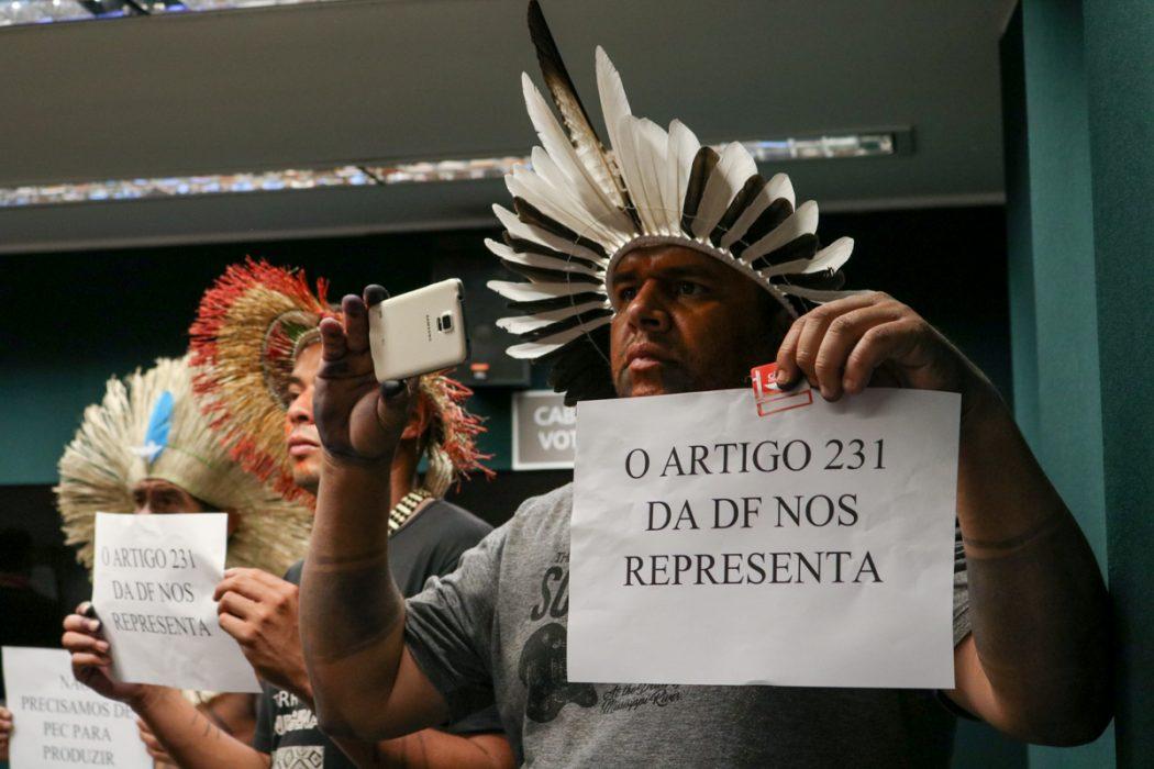 Povo Xukuru Kariri de Alagoas acompanhou votação na CCJC, manifestando-se contra PEC 187. Foto: Adi Spezia/Cimi