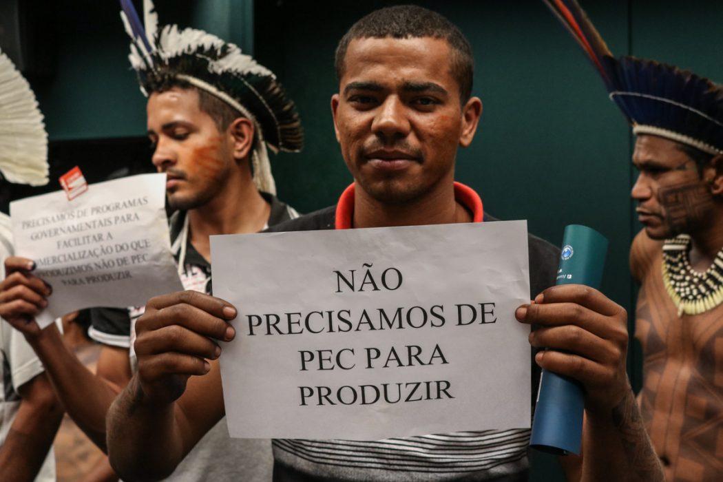 Povo Xukuru Kariri manifesta-se contra PEC 187 na Câmara. Foto: Adi Spezia/Cimi
