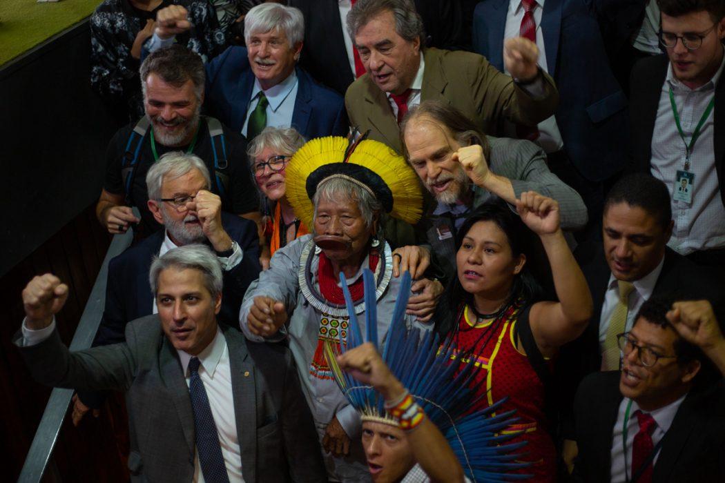 Indígenas, apoiadores e parlamentares aliados acompanharam Raoni durante atividades na Câmara dos Deputados. Foto: Tiago Miotto/Cimi