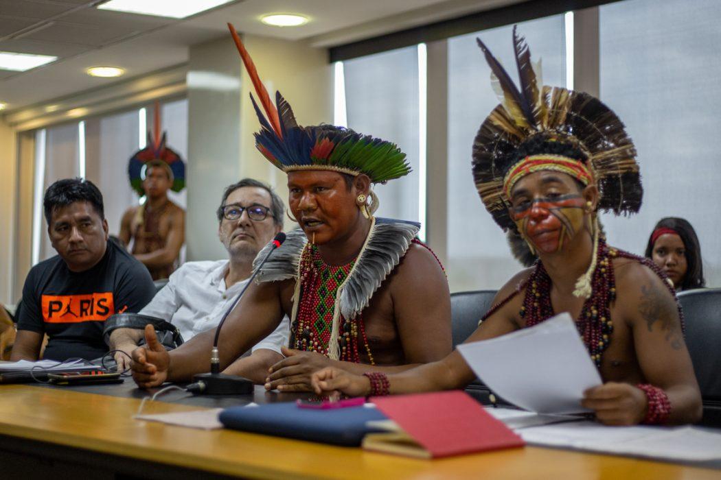 Cacique Suruí Pataxó questionou representantes do governo Bolsonaro na audiência pública da OAB. Foto: Tiago Miotto/Cimi