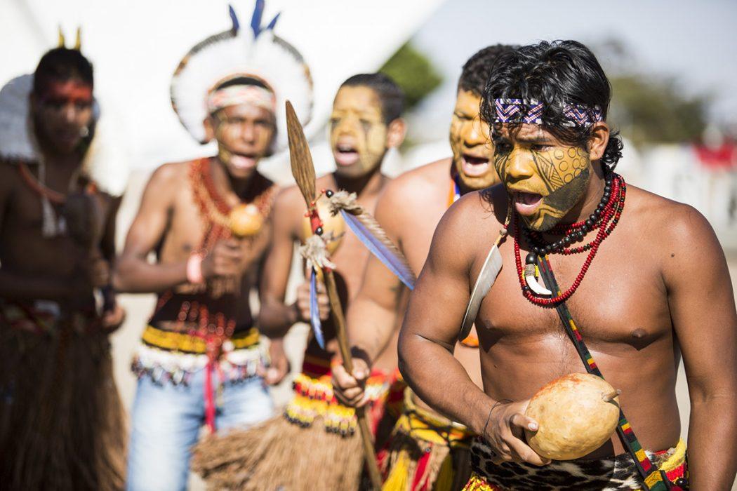 Indígenas manifestam-se em frente ao STF. Foto: Guilherme Cavalli/Cimi
