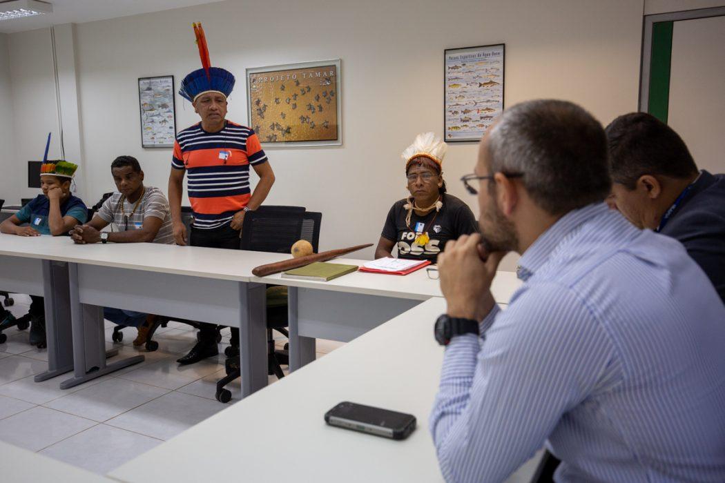 Carlos Tapirapé fala a coordenadores do Ibama durante reunião do órgão com lideranças do Araguaia. Foto: Tiago Miotto/Cimi