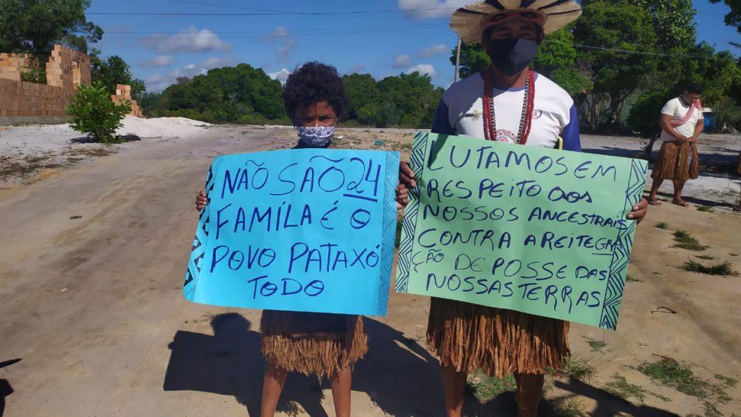 Resistência dos Pataxó contra o despejo da aldeia Novos Guerreiros teve cantos, rituais e manifestações. Foto: Thyara Pataxó