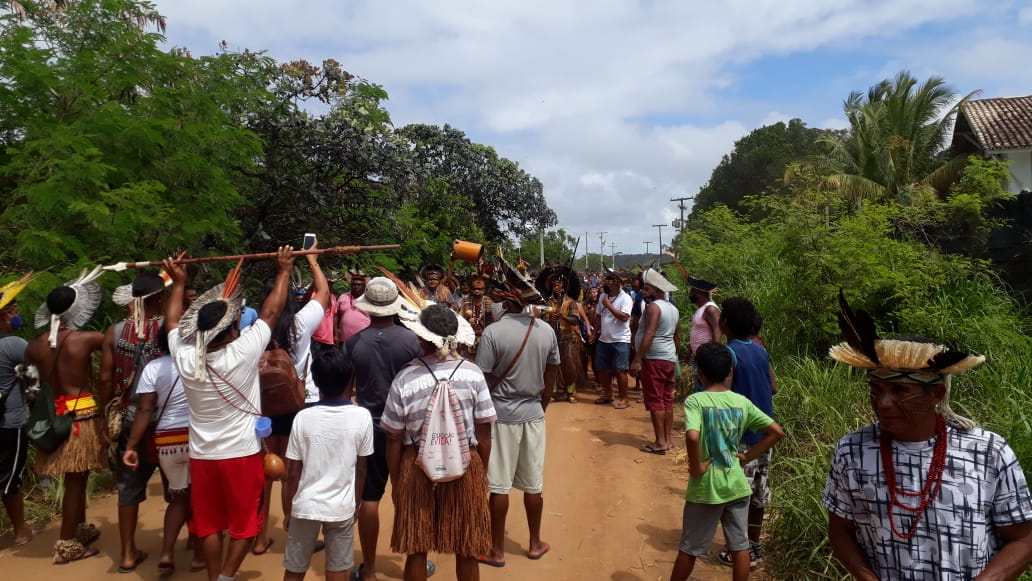 Comemoração na aldeia Novos Guerreiros, depois que a suspensão do despejo foi confirmada. Foto: Thyara Pataxó