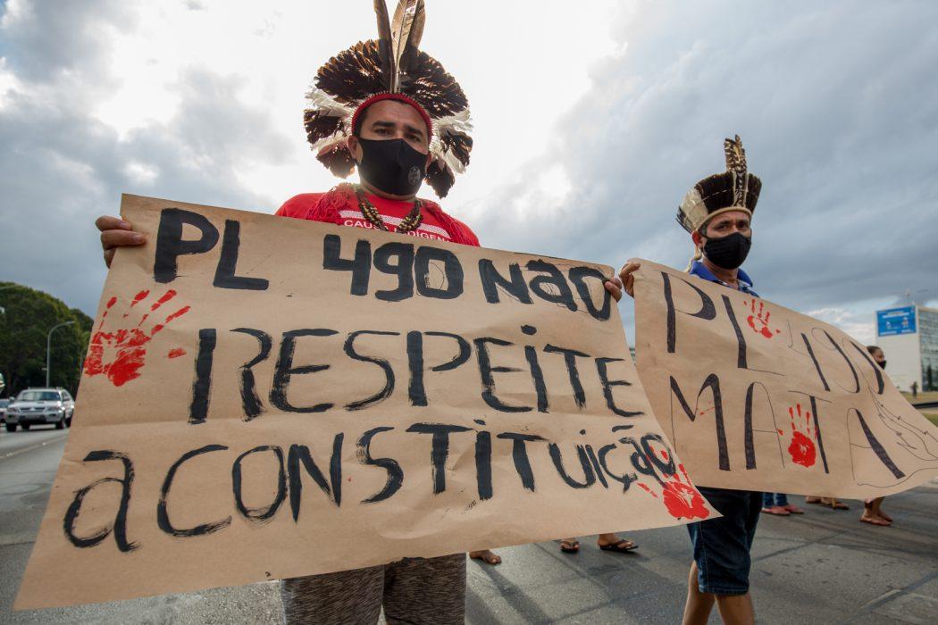 Povos indígenas manifestam-se contra o PL 490 em marcha na Esplanada dos Ministérios. Foto: Tiago Miotto/Cimi