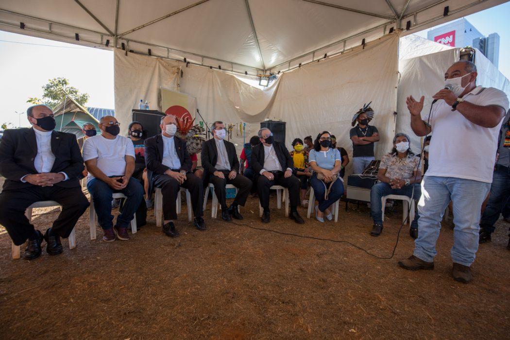 Brasílio Priprá, liderança do povo Xokleng, fala à comissão da CNBB. Foto: Tiago Miotto/Cimi