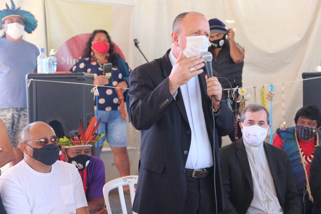Dom Roque Paloschi, arcebispo de Porto Velho e presidente do Cimi, no acampamento Levante Pela Terra, em Brasília. Foto: Carol Lira/Repam-Brasil
