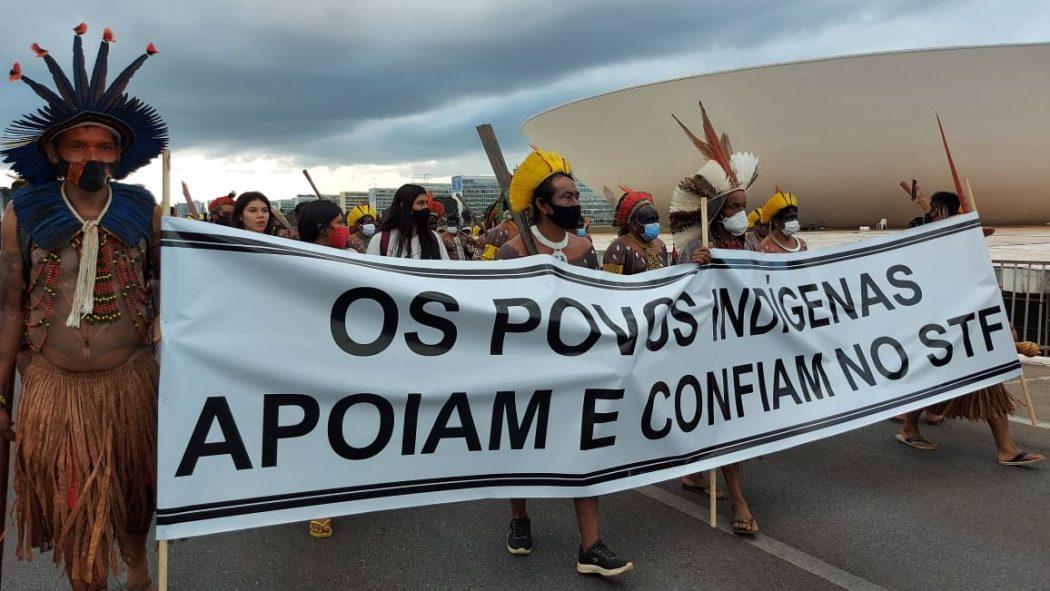 Povos indígenas marcharam até o STF, onde pediram ao presidente da Corte, Luiz Fux, que coloque o caso de repercussão geral novamente em pauta. Foto: Adi Spezia/Cimi