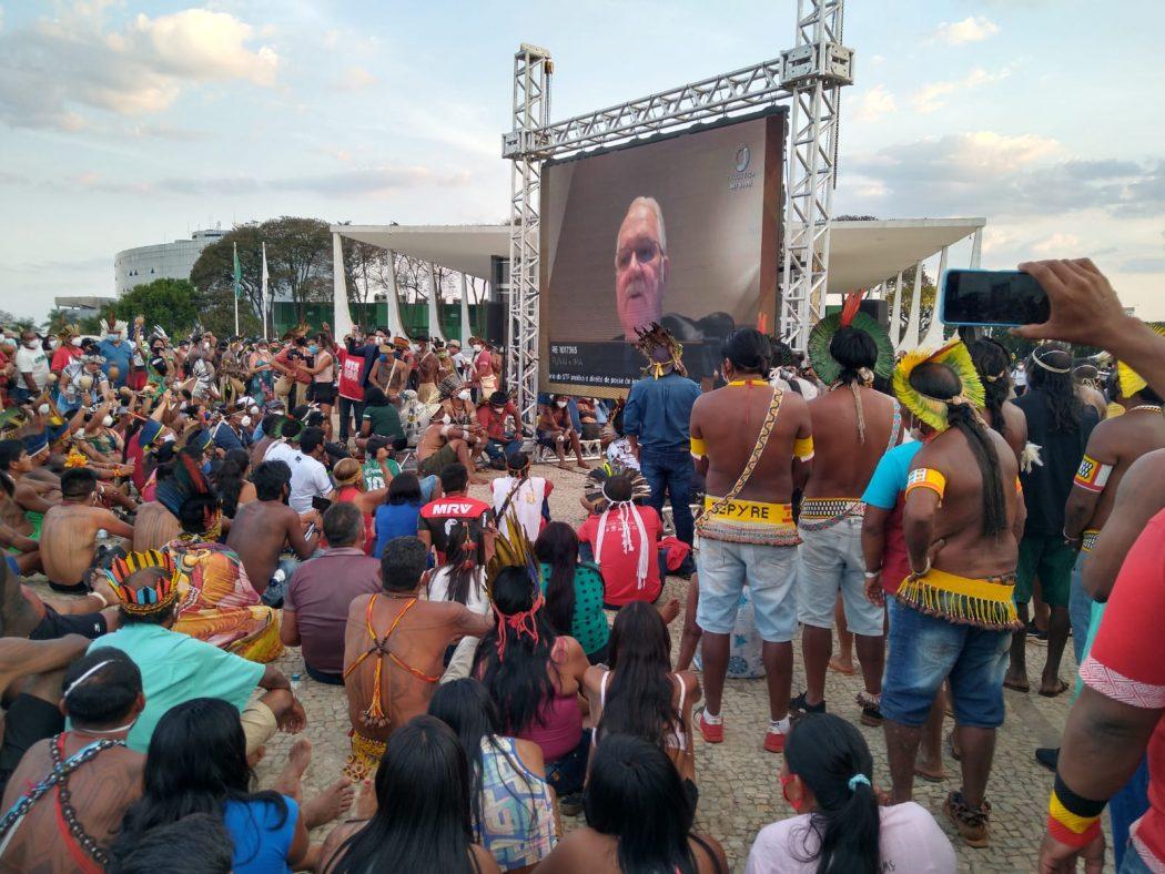 Mais de seis mil indígenas acompanhavam o julgamento, em frente ao Supremo Tribunal Federal. Foto: Tiago Miotto/Cimi