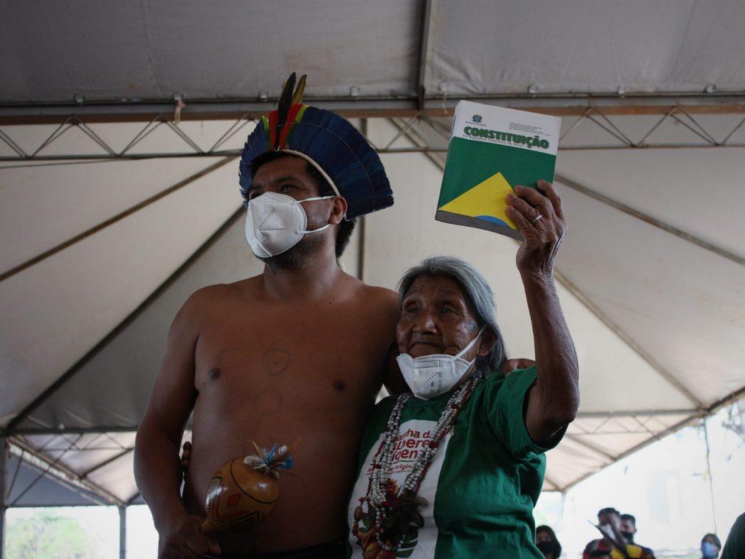 Isabela Patté, anciã Xokleng de 84 anos, comemora o voto de Edson Fachin a favor dos povos indígenas. Foto: Marina Oliveira/Cimi