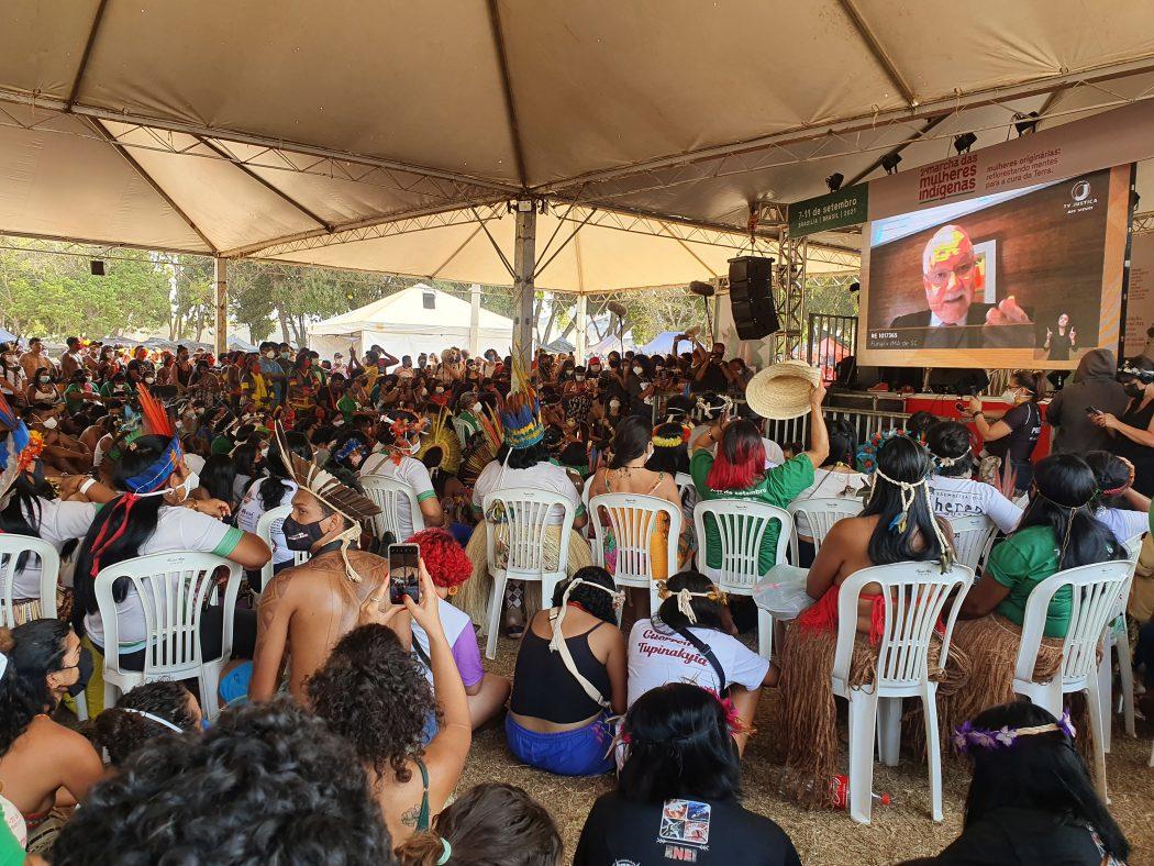 Cerca de 4 mil indígenas acompanharam o julgamento do STF sobre demarcação de terras indígenas a partir do acampamento da II Marcha das Mulheres Indígenas, em Brasília. Foto: Marina Oliveira/Cimi